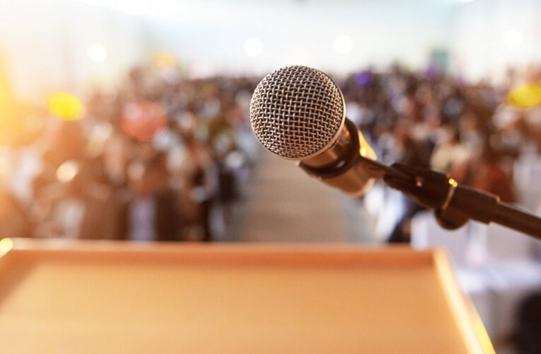 Five Secrets to be Confident While Speaking in Public